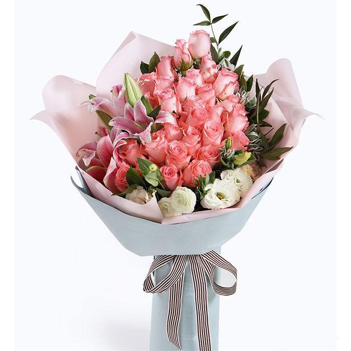 倾情于你_戴安娜粉玫瑰29枝,多头粉色香水百合2枝,搭配白色桔梗2枝,叶上花5枝