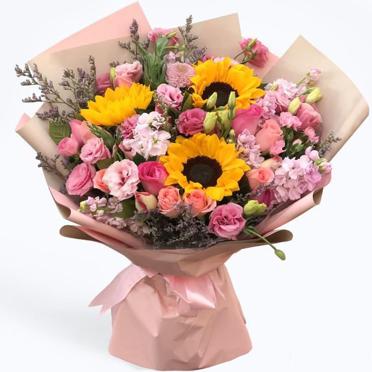生如夏花_3枝向日葵,19枝玫瑰(戴安娜,苏醒,红袖),洋桔梗,金鱼草情人草搭配