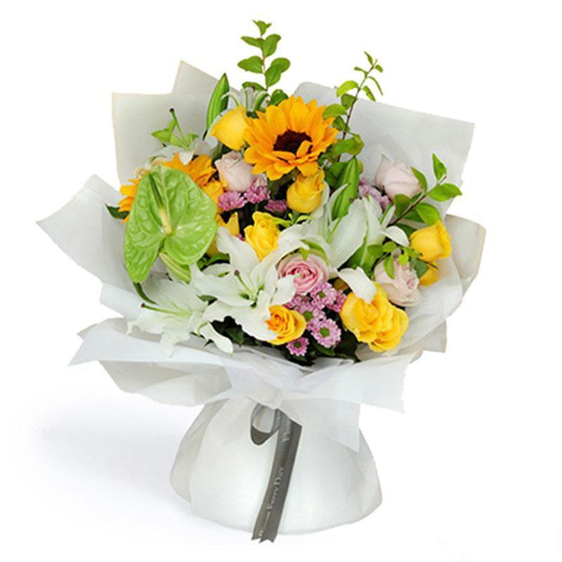 暖心四溢_绿掌一枝,向日葵2枝,多头百合3枝,黄玫瑰11枝,粉佳人3枝,小雏菊绿章绿叶搭配