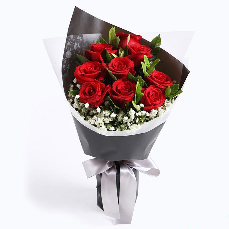 初心不变_红玫瑰9枝,栀子叶5枝、满天星0.2扎