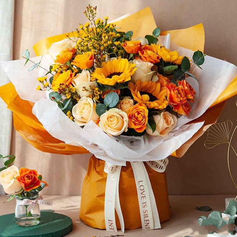 一米阳光_向日葵3枝、香槟玫瑰9枝、橙色多头玫5枝、黄色腊梅5枝、大叶尤加利5枝
