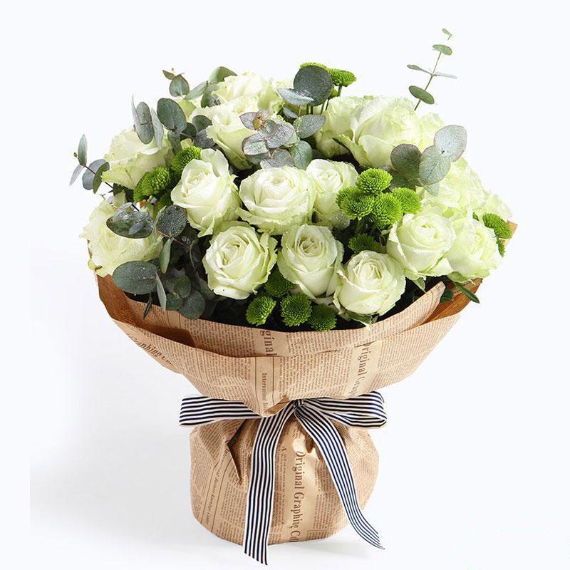爱的旋律_雪山白玫瑰33枝、尤加利叶8枝、绿小菊10枝