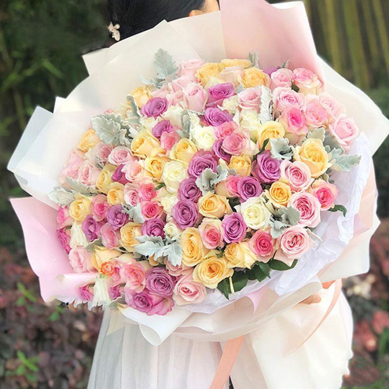 见证爱情_ 99枝五色混搭玫瑰,银叶菊