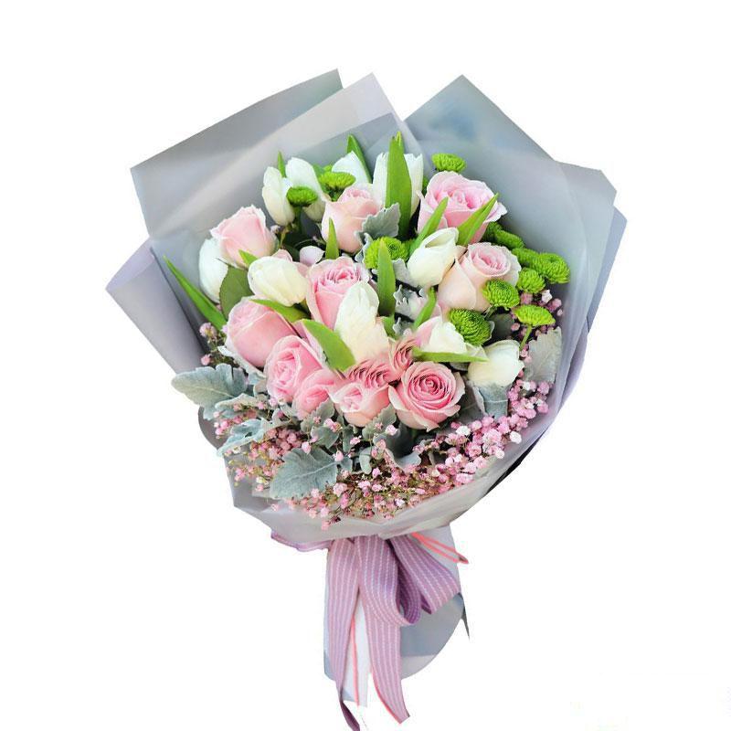 爱在身旁_9枝粉佳人,9枝白色郁金香,搭配粉色满天星、银叶菊、小雏菊、栀子叶