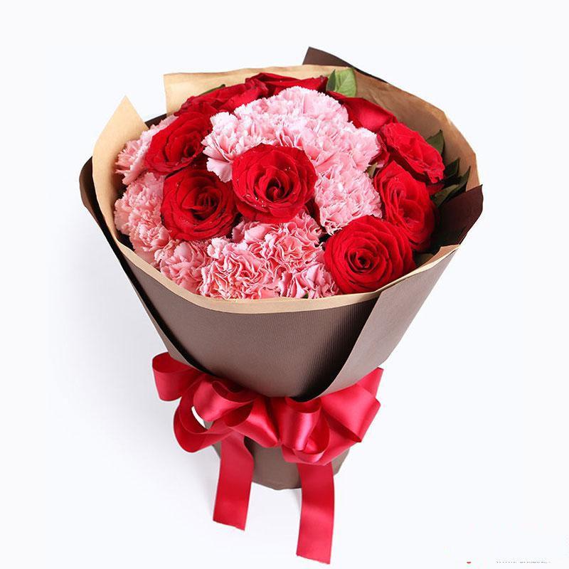 母爱知心_康乃馨+玫瑰共22枝:13枝粉康乃馨,9枝红玫瑰,周边搭配适量绿叶