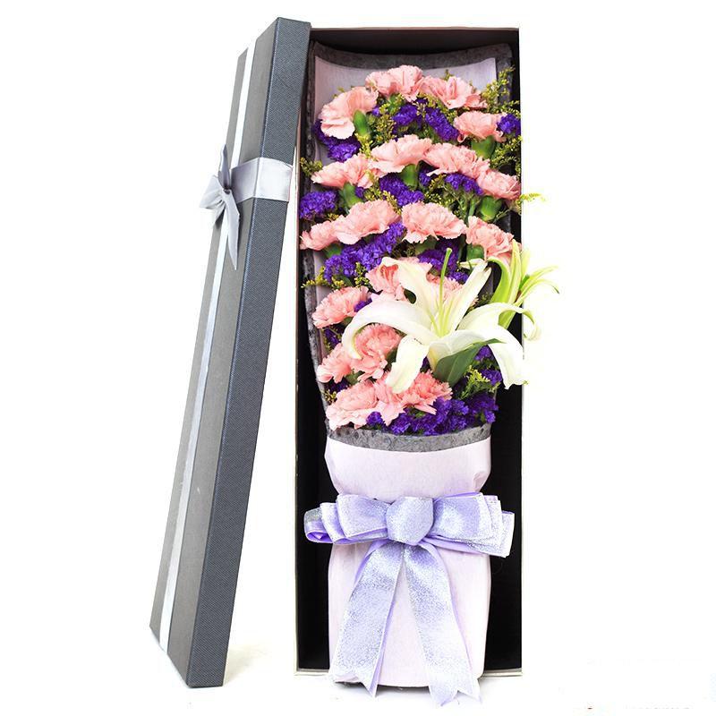 温暖怀抱_19枝粉色康乃馨,1枝白色多头百合,搭配适量黄莺、紫色勿忘我间插