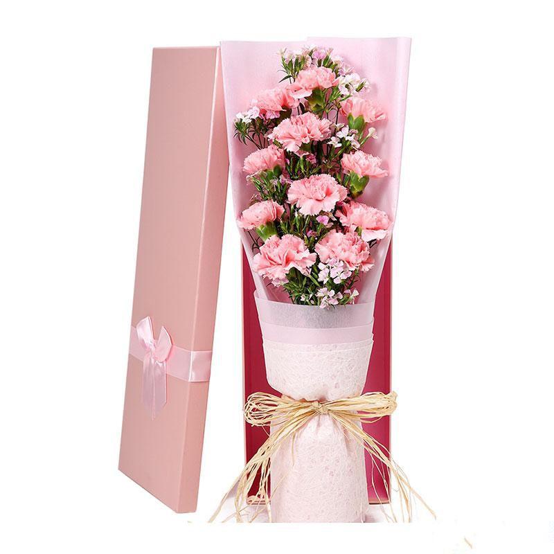 时光未老_11枝粉色康乃馨,搭配适量粉色相思梅间插