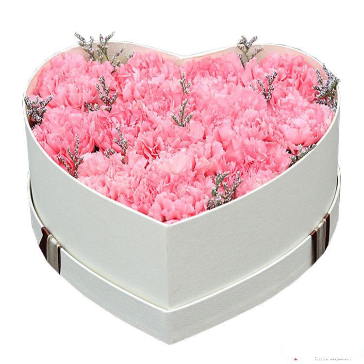妈妈的爱_13枝粉色康乃馨,情人草搭配