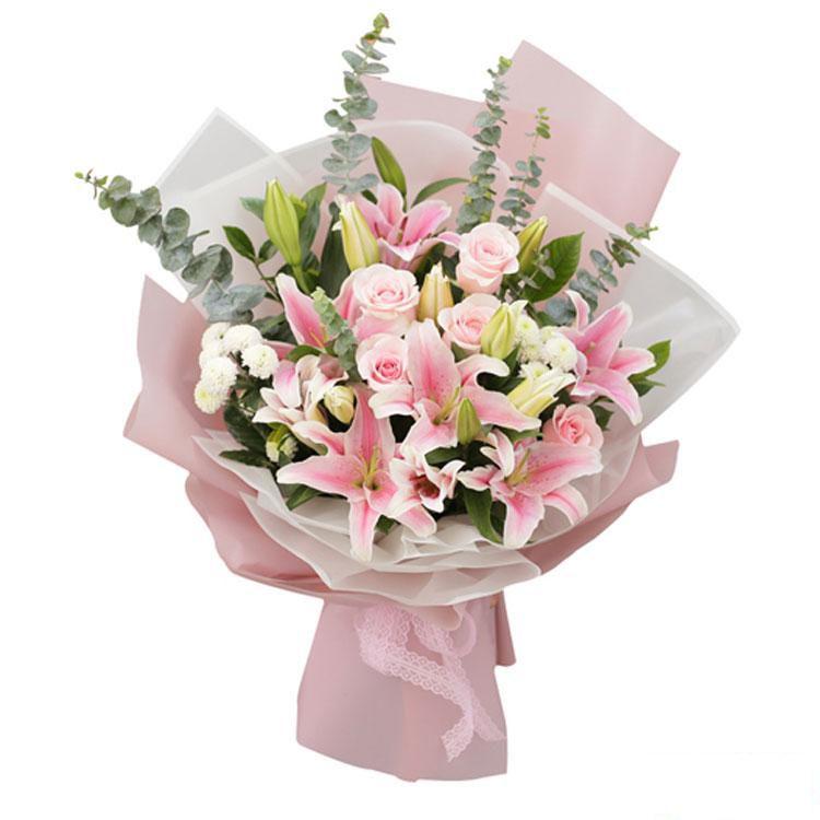 开心久久_ 6枝百合,9枝戴安娜粉玫瑰,小菊、尤加利搭配