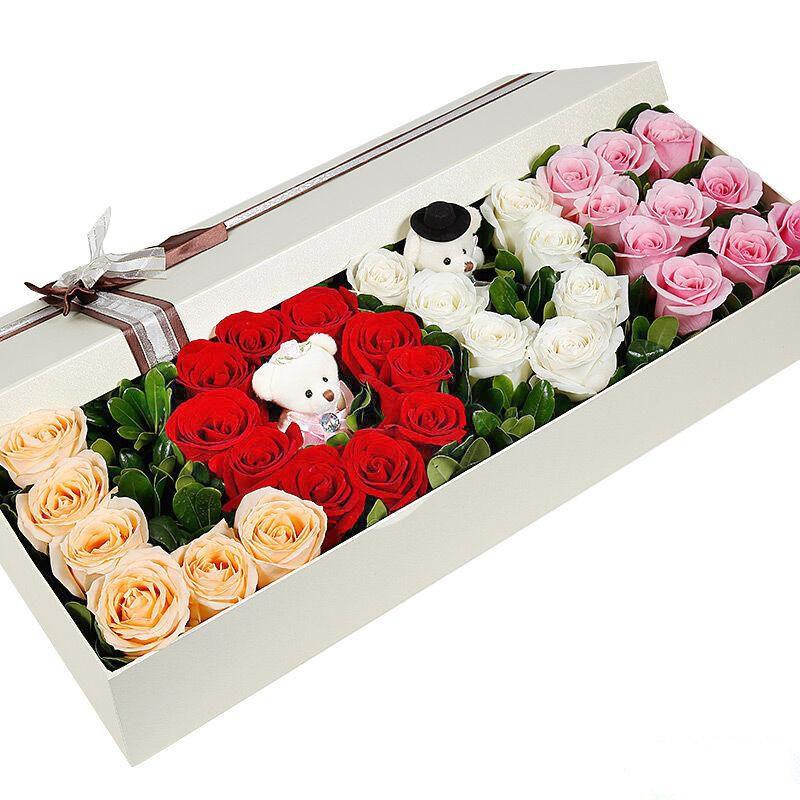 一生所爱_香槟玫瑰6枝,红玫瑰10枝,白玫瑰7枝,艳粉玫瑰10枝,海桐叶搭配,2只小熊。