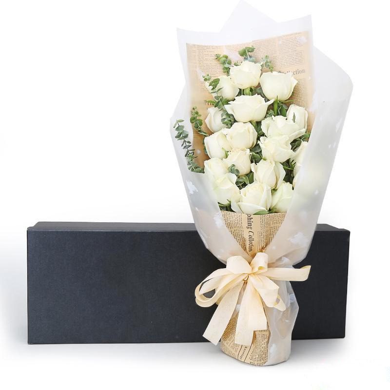 永恒的爱_19枝白玫瑰,搭配适量尤加利