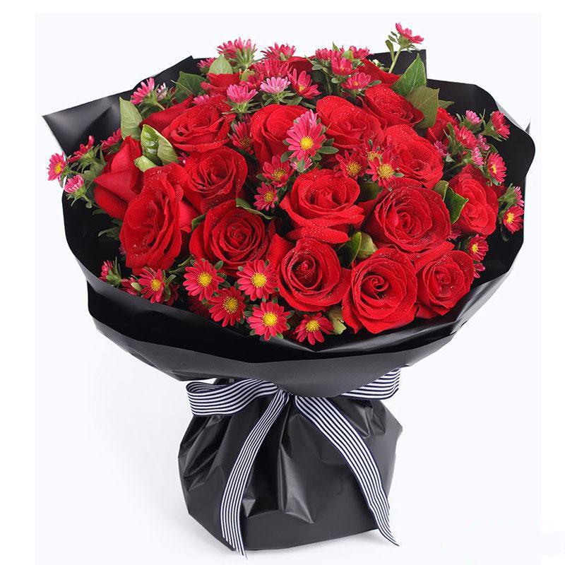 幸福故事_红玫瑰33枝、红色小雏菊、栀子叶
