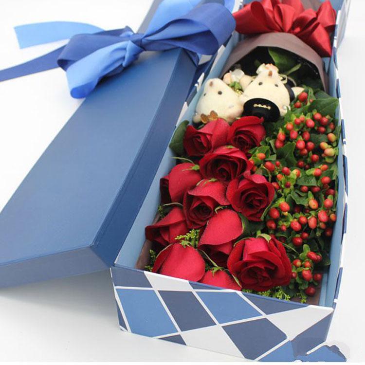全心全意_11枝红玫瑰,相思豆搭配,一对小熊