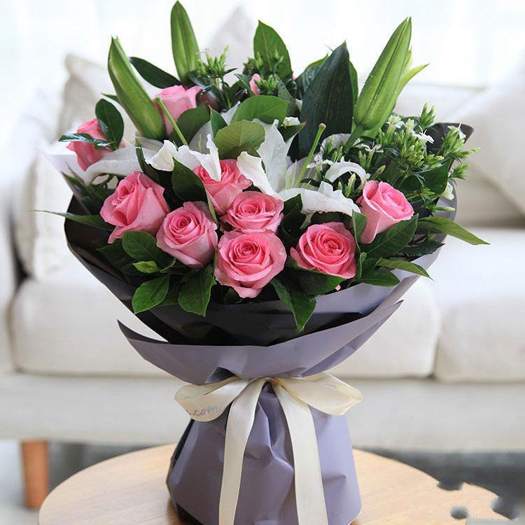 美好时光_11枝戴安娜粉玫瑰,2枝多头白百合,白色相思梅5枝,栀子叶0.5扎