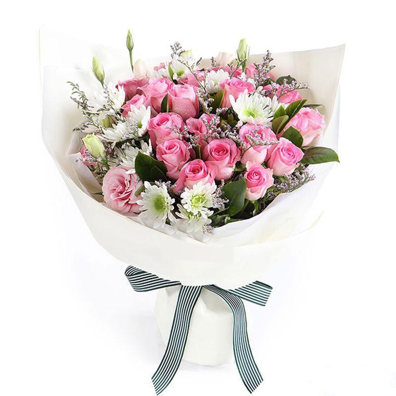 今生挚爱_19枝苏醒玫瑰,2枝粉色桔梗,0.3扎小雏菊,0.2扎栀子叶,0.2扎水晶草