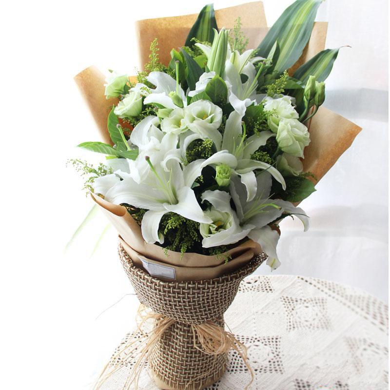 不忘初心_4枝白色多头百合,桔梗、黄莺、栀子叶搭配