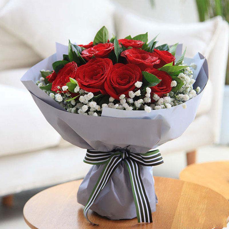 爱意朦胧_红玫瑰11枝,满天星,栀子叶搭配