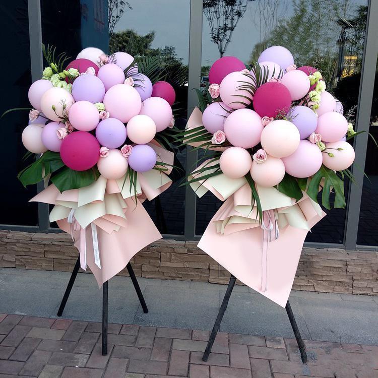 紫气东来(一对)_马卡龙色气球(玫红色、粉红色、橘红色、紫色)+浅绿色洋桔梗+粉玫瑰,搭配适量龟背叶、散尾葵、情人草装饰