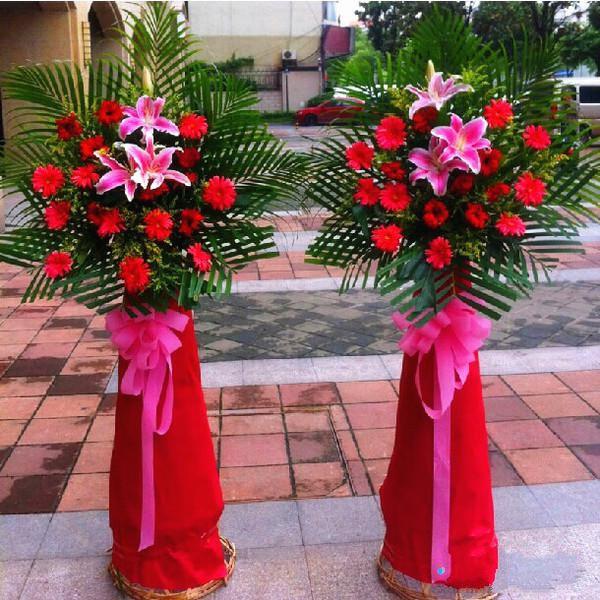旭日临门(一对)_红色扶朗花、粉色香水百合3枝、巴西叶,散尾叶丰满搭配