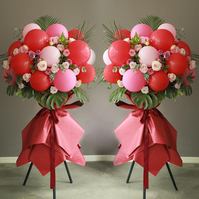张灯结彩(一对)_马卡龙色气球(大红色、玫红色、粉红色)+紫玫瑰+粉玫瑰+粉色洋桔梗,搭配适量龟背叶、散尾葵、栀子叶、尤加利叶装饰