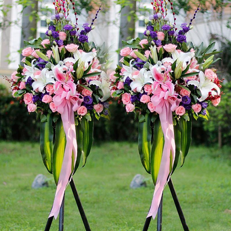 鹏程万里_多头粉百合、多头白百合、粉玫瑰、紫色洋桔梗,搭配适量巴西叶、栀子叶、剑兰