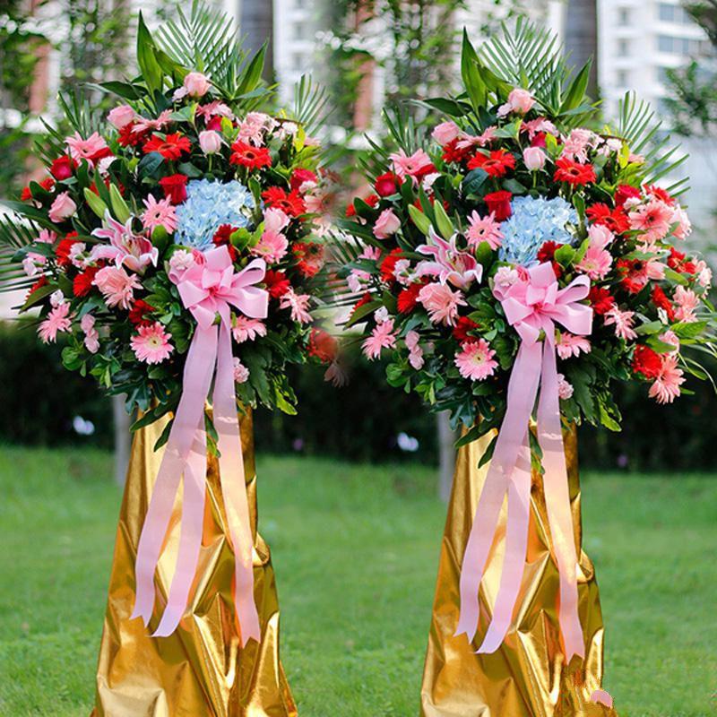 朝气蓬勃_蓝色绣球、红色扶郎花、红玫瑰、粉色扶郎花、粉玫瑰、多头粉百合,搭配适量散尾葵、栀子叶、富贵竹、龟背叶