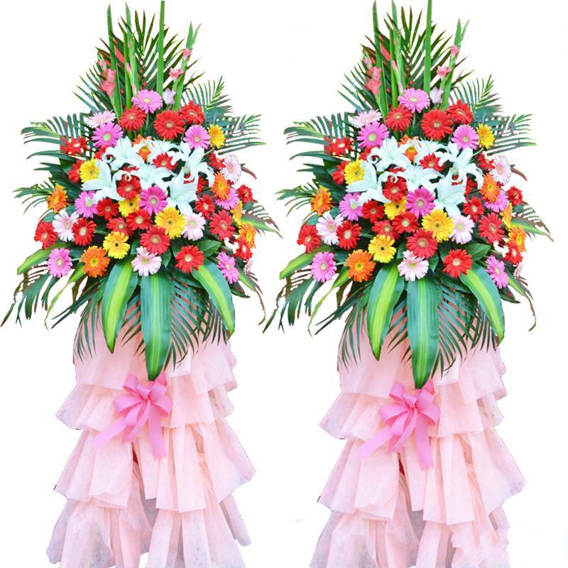 兴旺发达_混色扶郎花48枝、多头白百合2枝,搭配适量粉色剑兰、巴西叶、散尾葵、栀子叶装饰