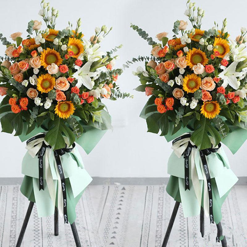 客似云来_ 7枝向日葵、19枝香槟玫瑰、1枝多头白百合、多头玫瑰、桔梗、尤加利